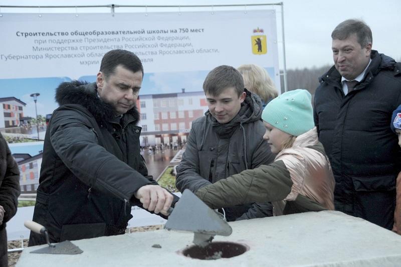 Дмитрий Миронов заложил капсулу на месте строительства новой школы