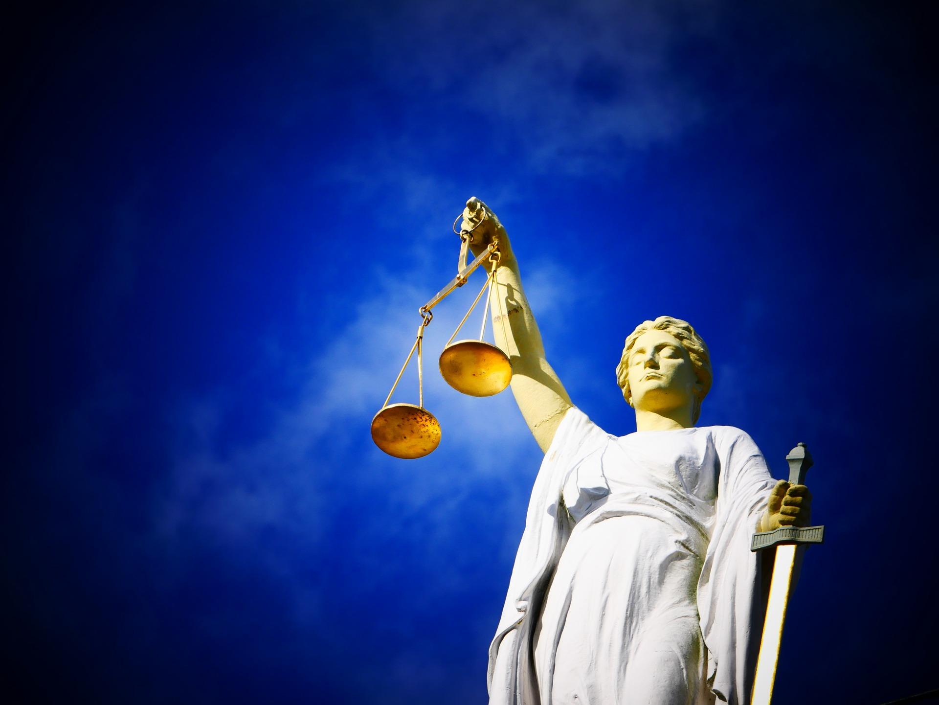 Суд в Ярославской области оправдал мать мальчика, которого отец сажал на цепь