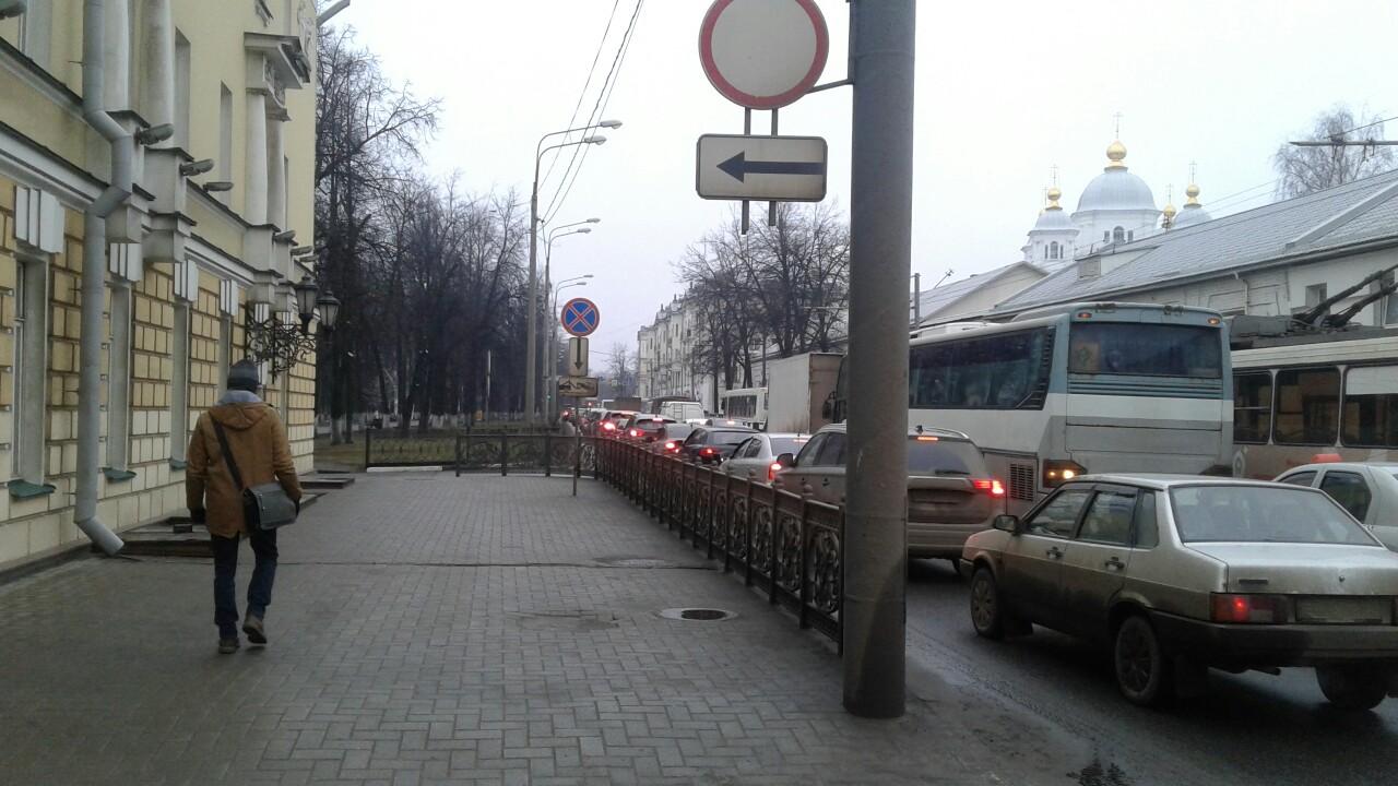 Центральные улицы Ярославля средь бела дня сковали пробки: причины