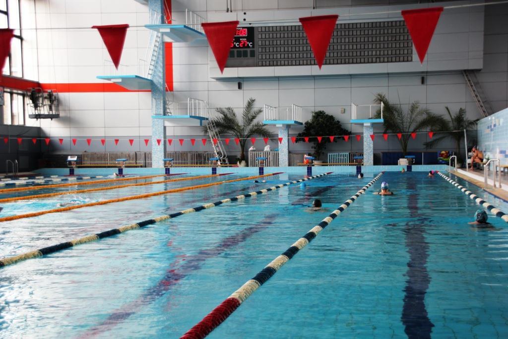 Роспотребнадзор подтвердил, что ярославцы с 12 лет могут ходить в бассейн без справок