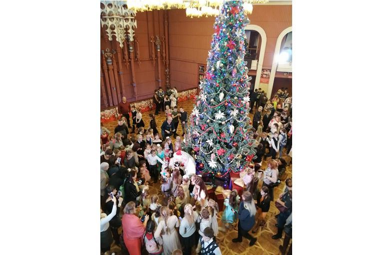 Полторы тысячи детей побывали на губернаторской елке в Ярославском ТЮЗе