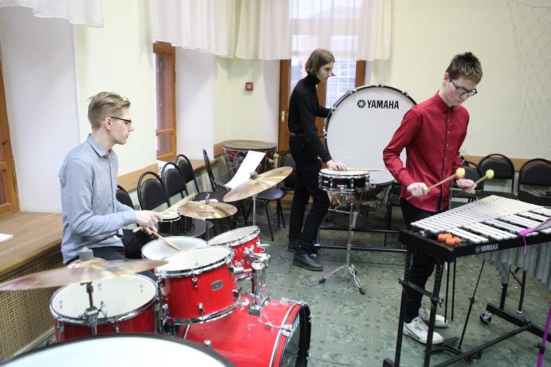 Училище имени Собинова получило 58 инструментов, оборудование и учебную литературу