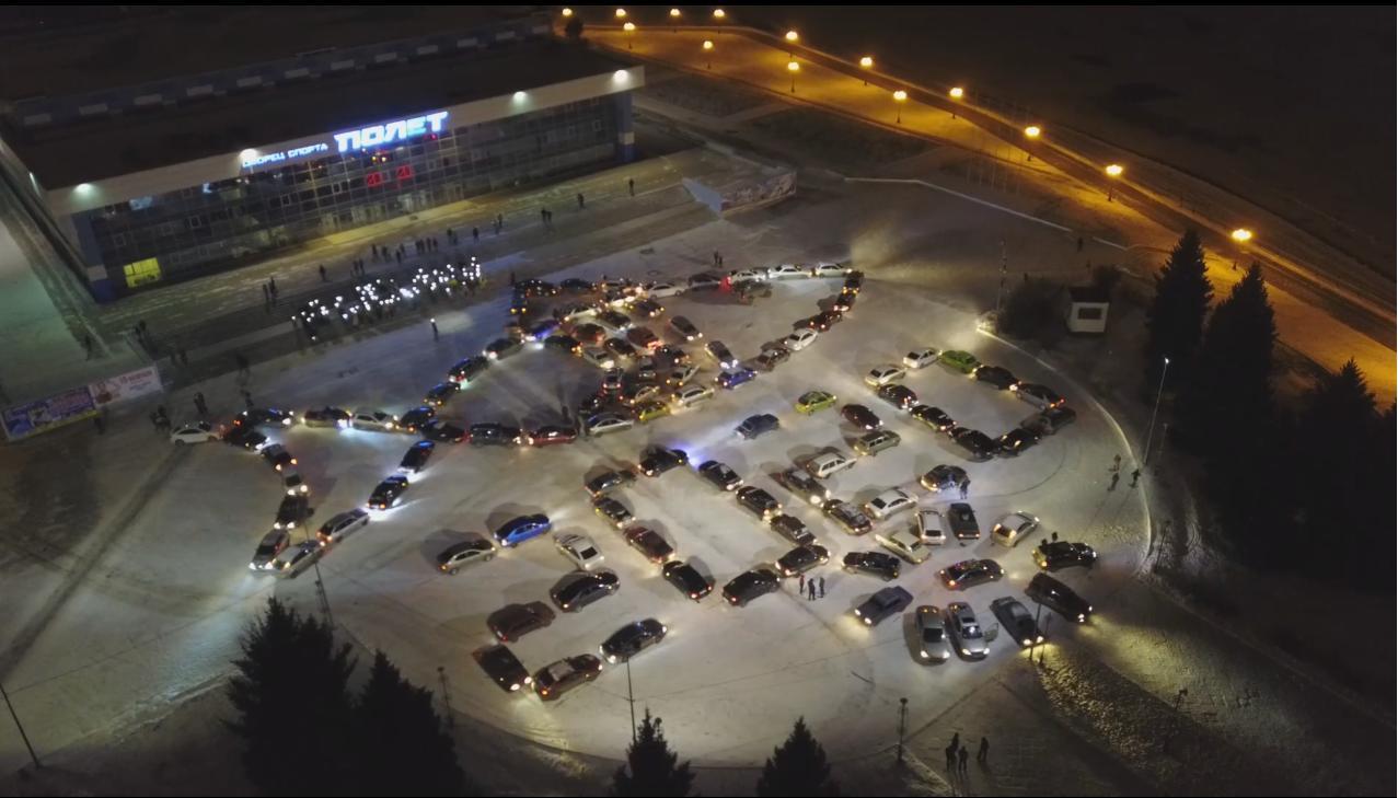 Автовладельцы устроили в Рыбинске новогодний рыбный флешмоб: видео