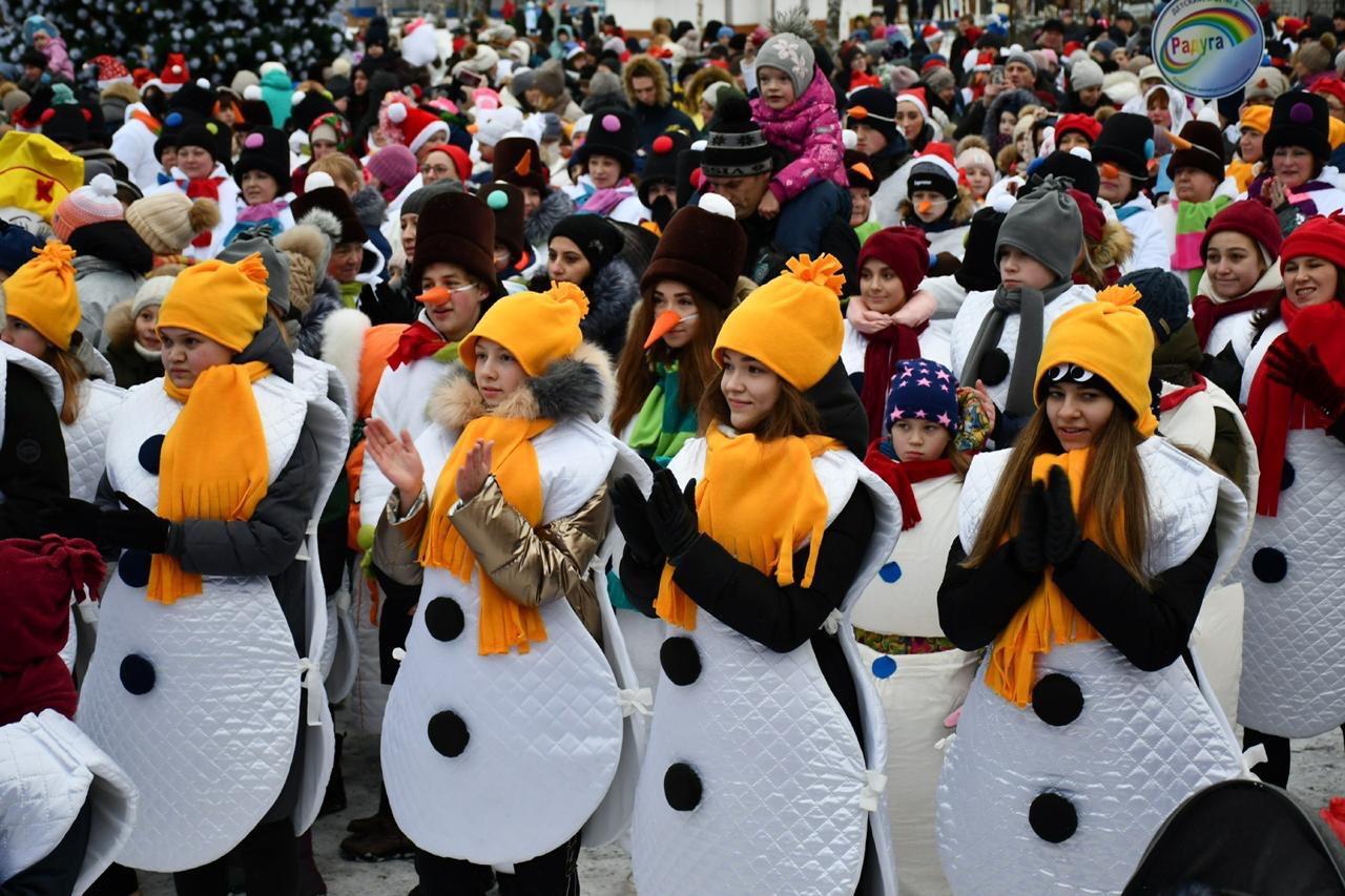 На ежегодное «Шествие снеговиков» в Тутаеве пришло более двух тысяч человек