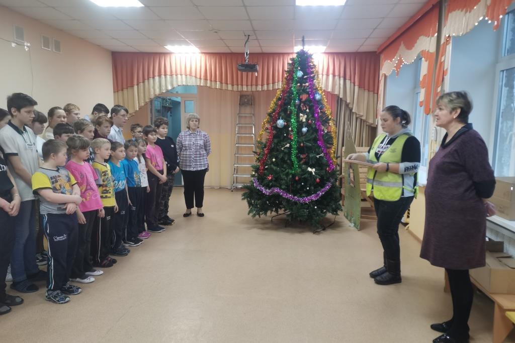 В детских домах Ярославской области в рамках акции «Елка в подарок» установили новогодние елки