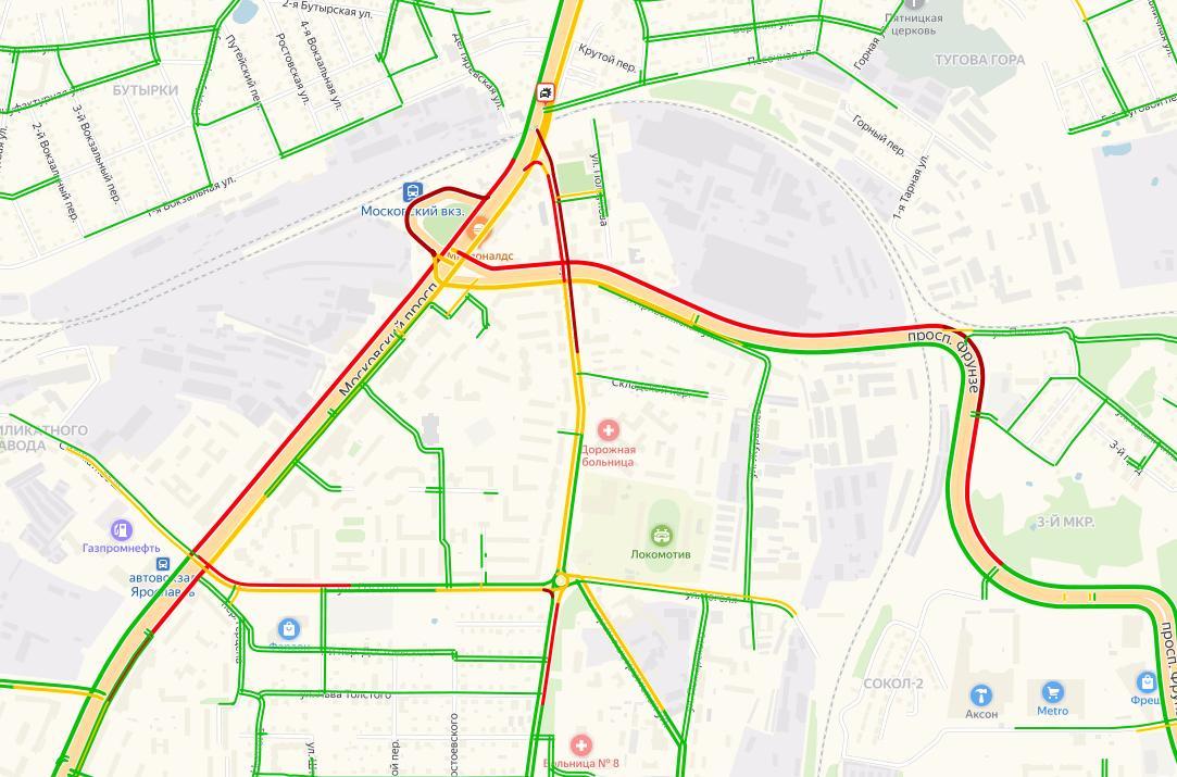 Предновогодние пробки в Ярославле достигли девяти баллов