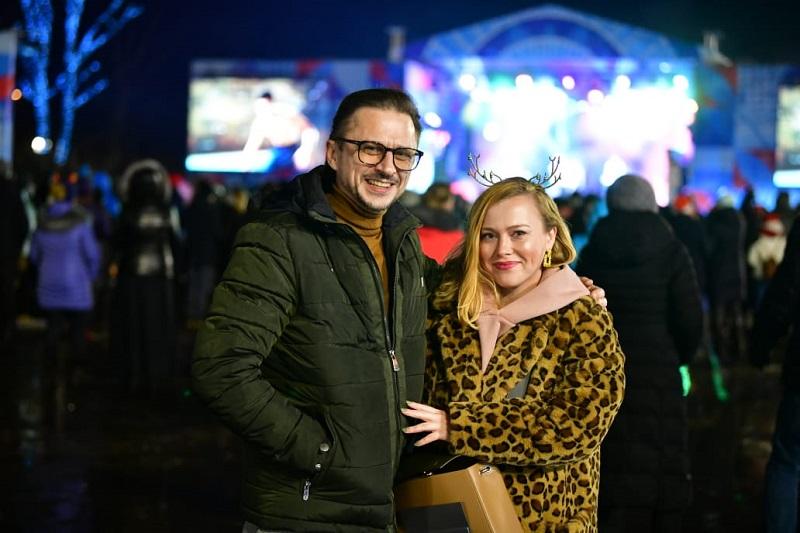 Тысячи людей встретили Новый год на Советской площади Ярославля: фоторепортаж