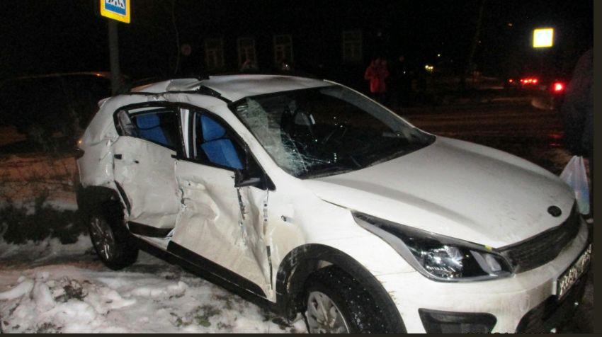 В Ярославской области столкнулись автобус и иномарка: один из водителей госпитализирован