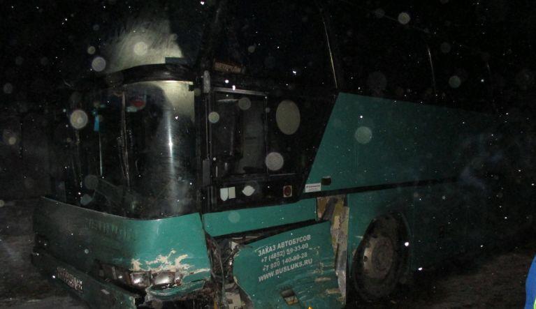 В Ярославской области столкнулись пассажирский автобус и джип