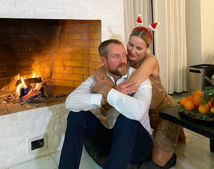 Ярославские знаменитости поделились своими фото и поздравлениями с Новым годом из разных уголков земного шара