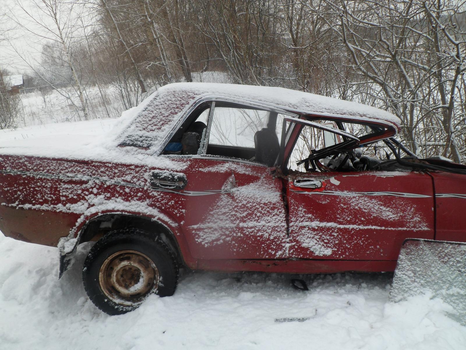 В Ярославской области пьяный водитель ВАЗа влетел во встречный грузовик: пострадал человек