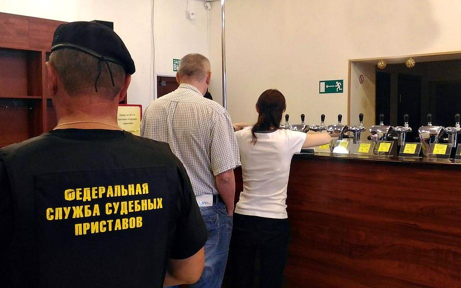 Владелица торговой точки в центре Ярославля лишилась холодильного оборудования из-за долга почти в миллион рублей