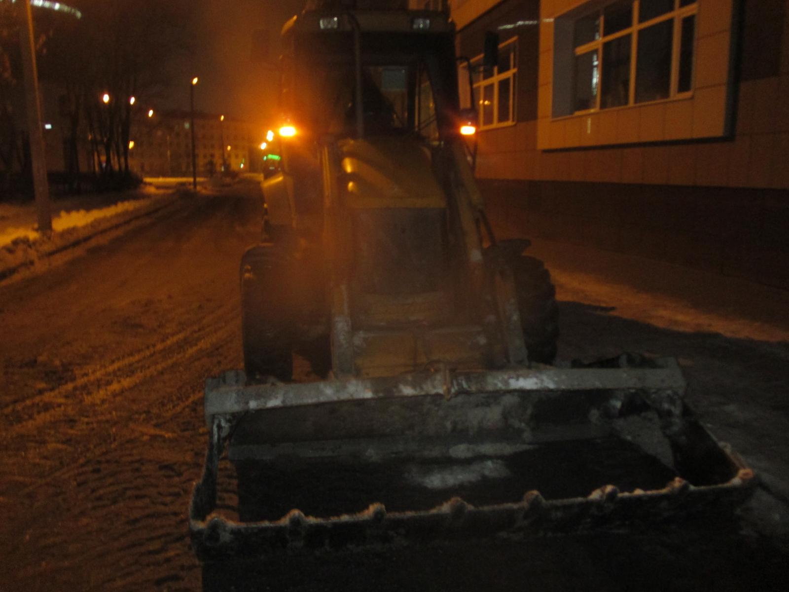 Пьяная женщина на иномарке въехала в трактор в Ярославле