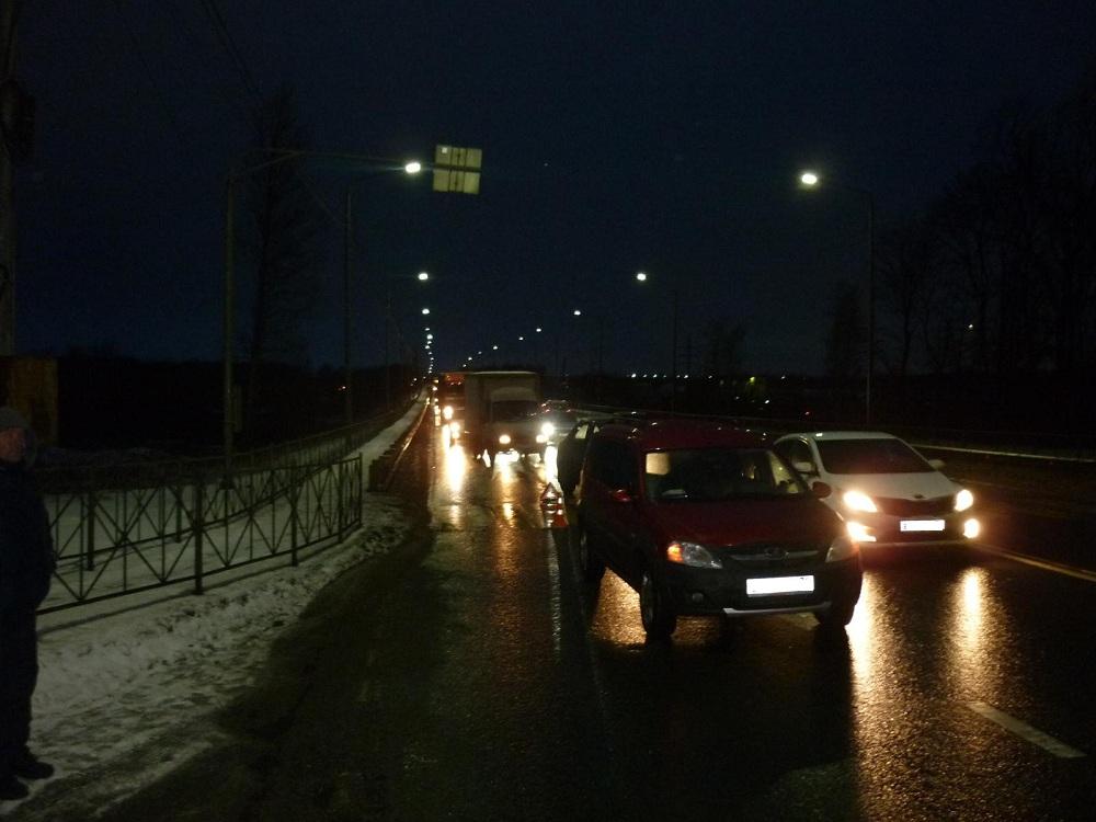 На окружной дороге Ярославля «Лада» на переходе сбила пешехода