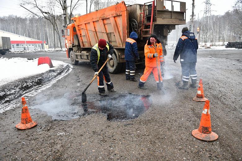 На Тутаевском шоссе в Ярославле провели ямочный ремонт