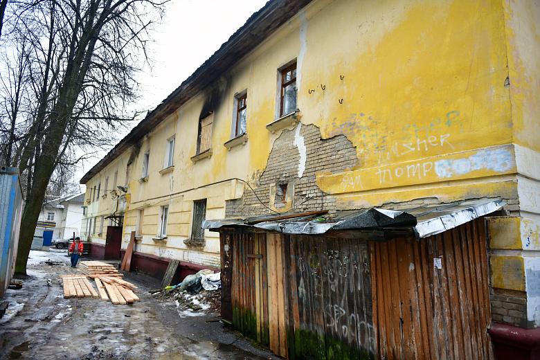 В Ярославле начали восстанавливать сгоревший на Нефтестрое дом