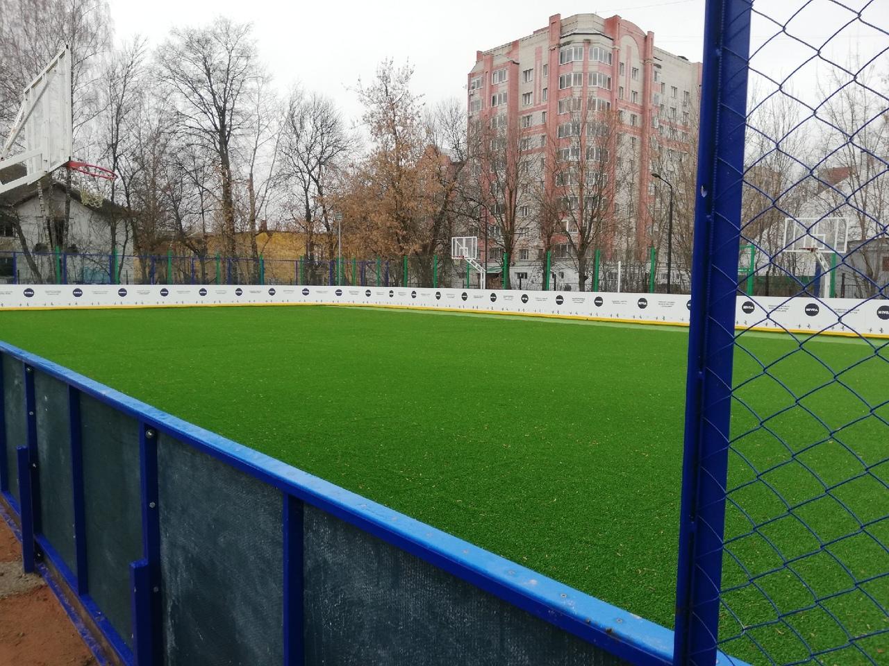 В Ярославле у школы имени Ивана Ткаченко открывается отремонтированный каток