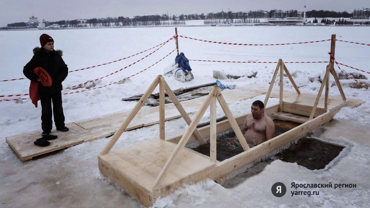 Ярославцы рассказали, собираются ли они окунаться в Крещение