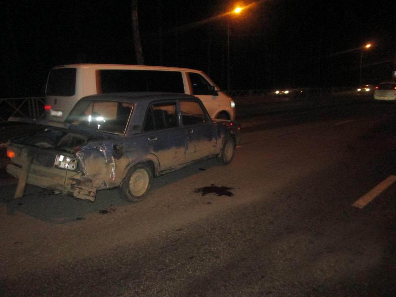 На проспекте в Ярославле водитель маршрутки протаранил ВАЗ: двое пострадавших