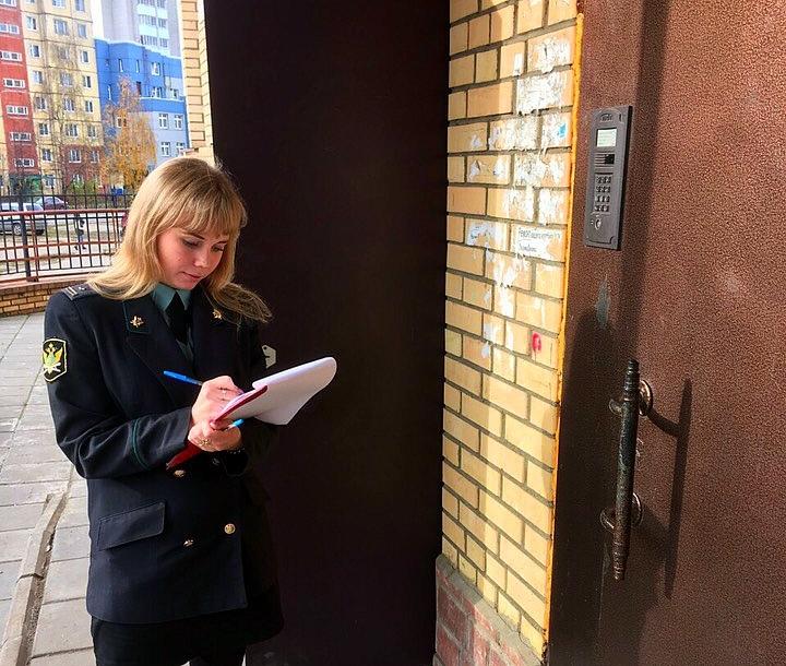 В Ярославской области женщина пряталась в деревне, чтобы не выплачивать своим четырем детям миллион