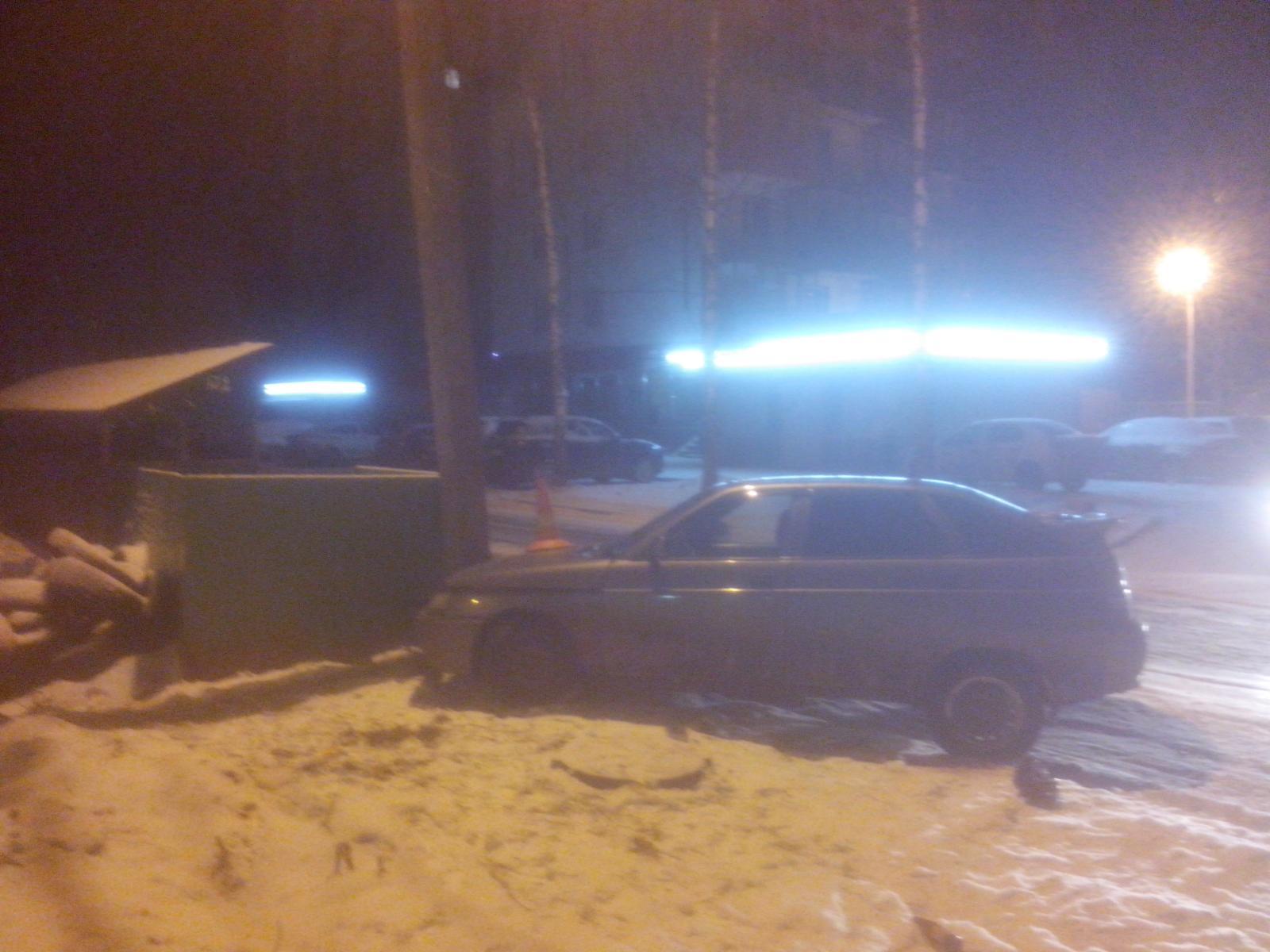 В Ярославле ночью пьяная девушка без прав врезалась в столб
