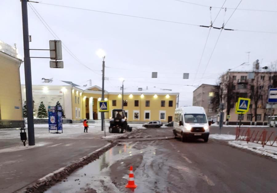 В Ярославле у вокзала столкнулись две маршрутки: пострадал ребенок
