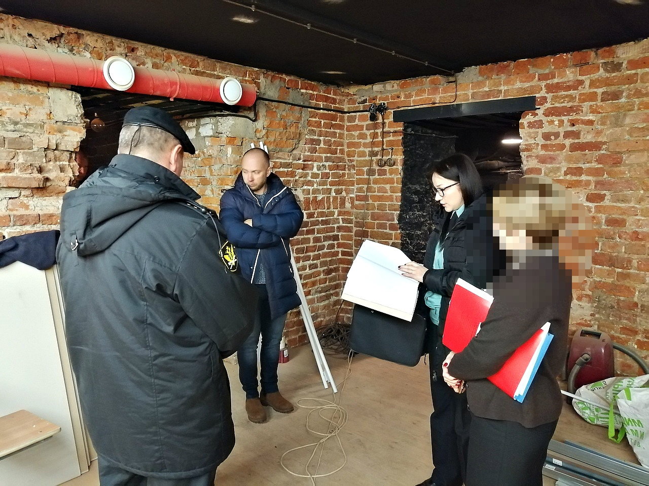 В Ярославле мужчина приспособил подвал театрального института под парикмахерскую