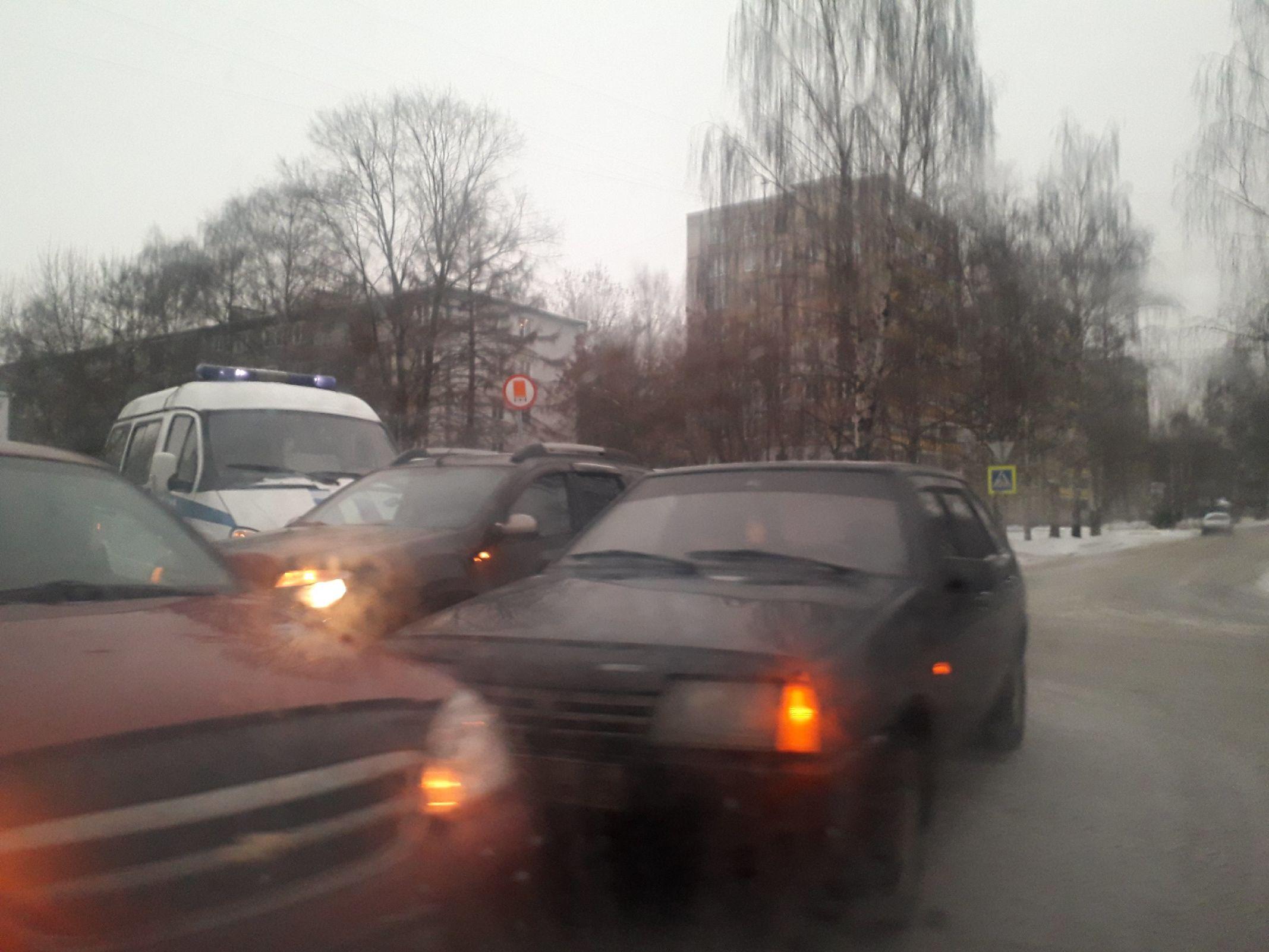 В Ярославле произошло массовое ДТП с полицейской машиной