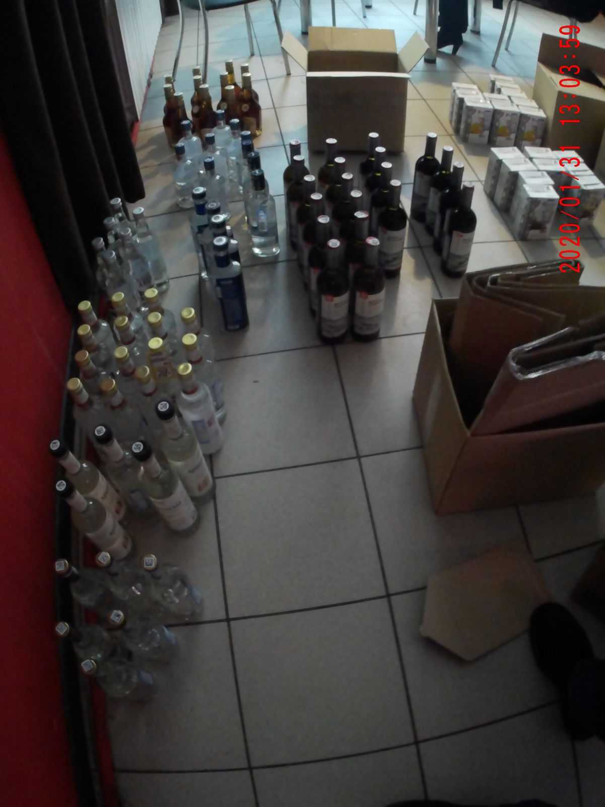 В Дзержинском районе Ярославля изъяли около 80 литров нелегального алкоголя