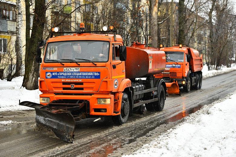 Ярославские дворы пообещали очистить от снега за 12 часов