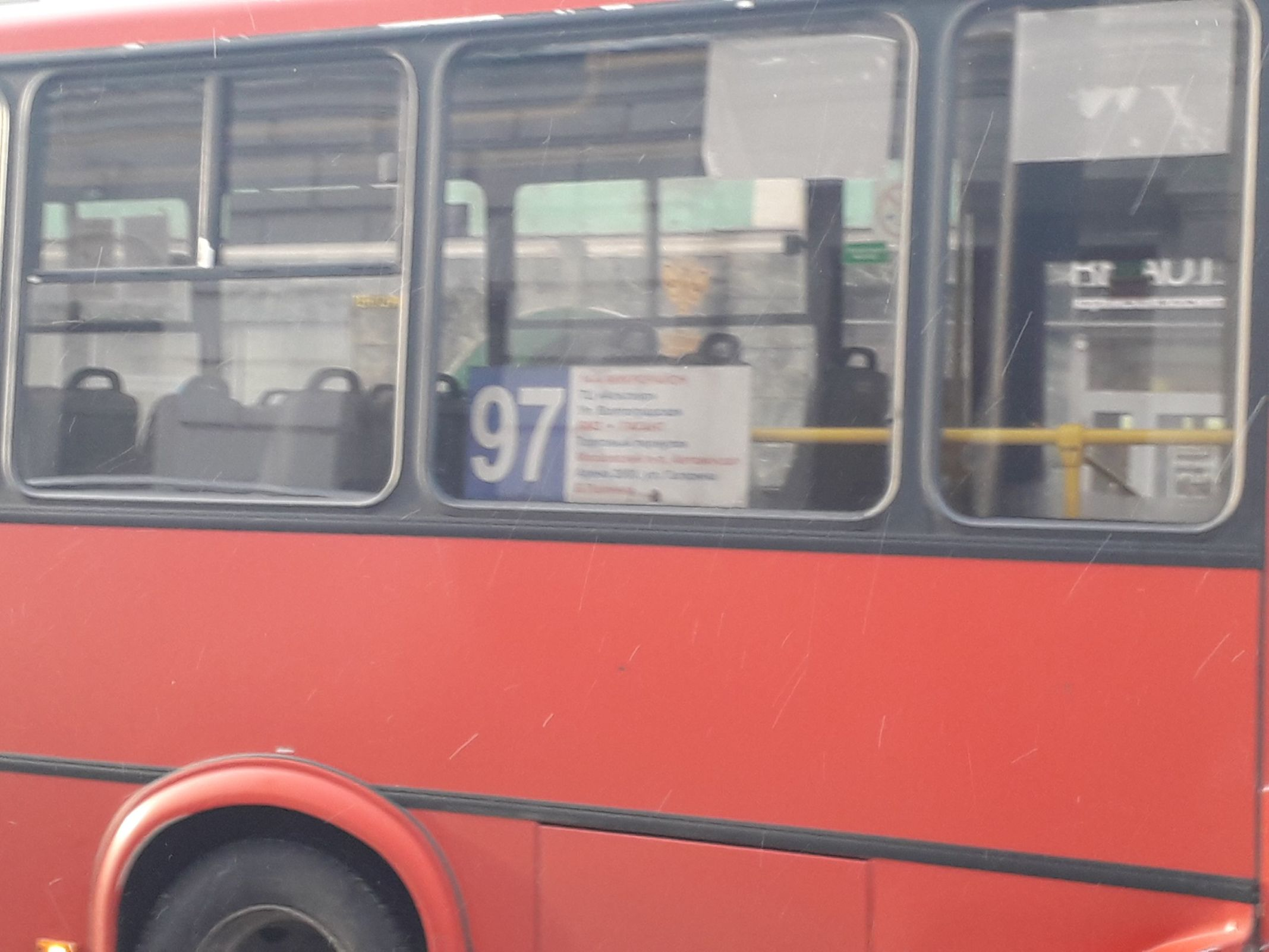В центре Ярославля столкнулись маршрутка и BMW: кадры