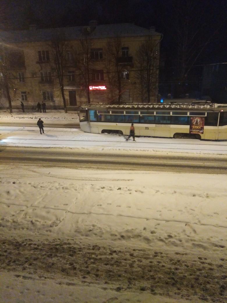 В Ярославле на Пятерке трамвай сошел с рельсов