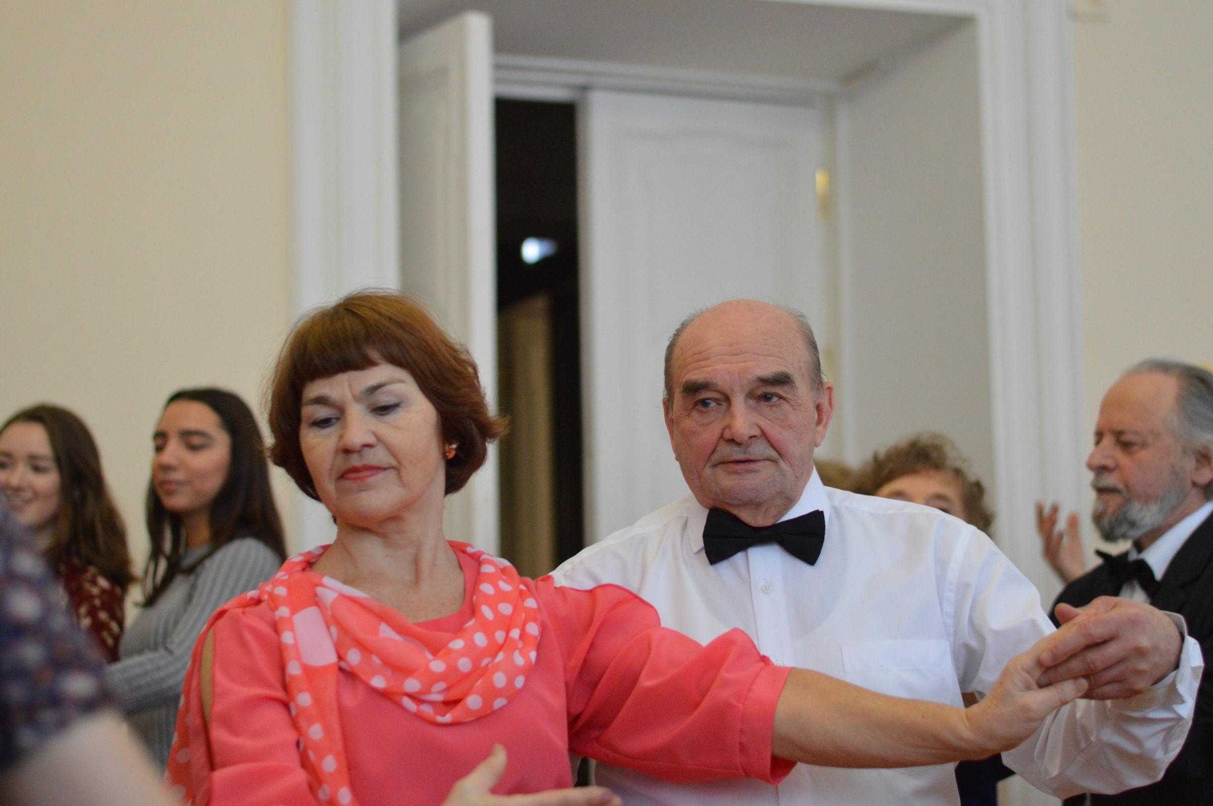 Бальные танцы объединили «серебряное» поколение и молодежь Ярославской области