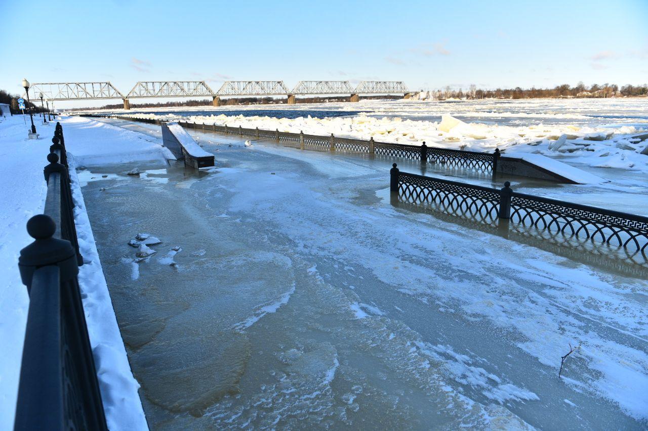 За выходные в Ярославле уровень воды снизился больше чем на метр