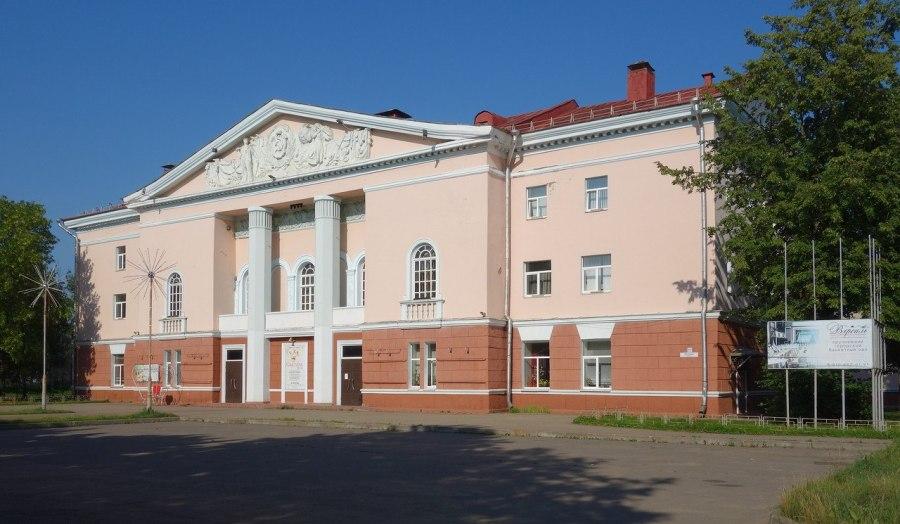 В Рыбинске воссоздадут Дворец культуры, выкупив его у частника