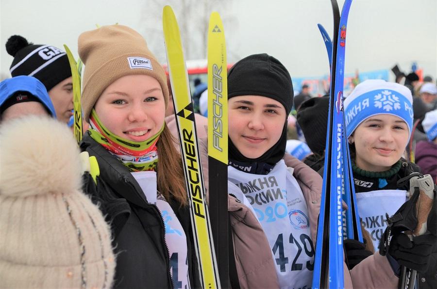 Более 1500 лыжников приняли участие в массовой гонке «Лыжня России» под Ярославлем: фото