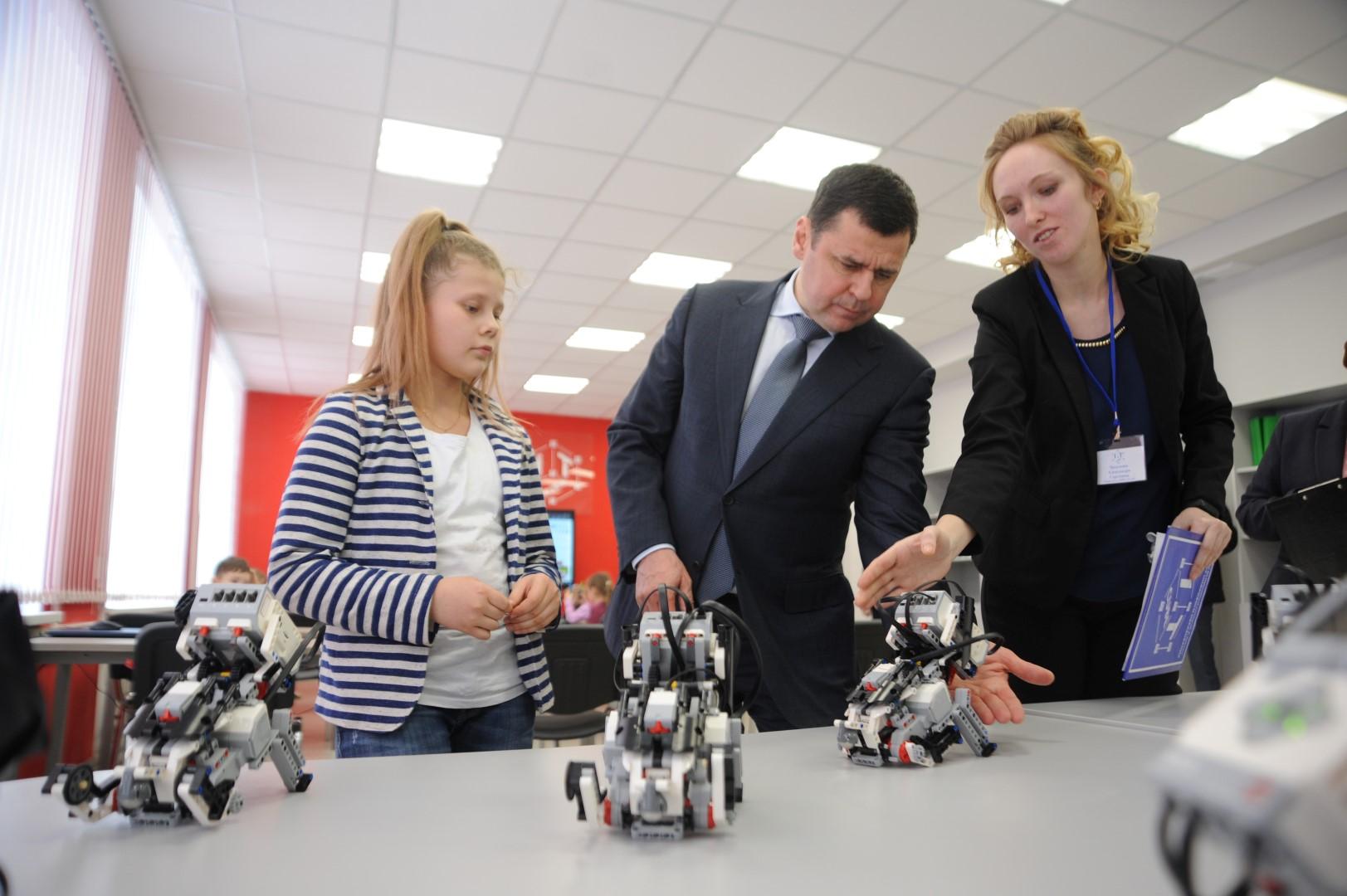 Дмитрию Миронову в Переславле подарили мышку, напечатанную на 3D-принтере в «IT-кубе»