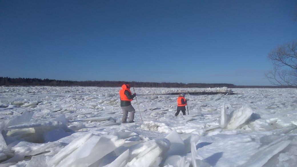 Специалисты повторно обследуют ледовый затор в пойме Волги