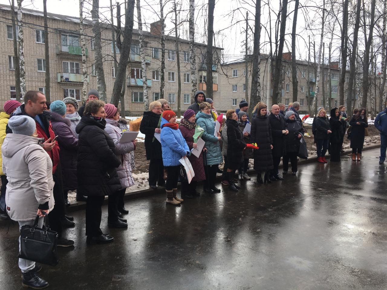 Жители аварийных домов Углича получили ключи от новых квартир