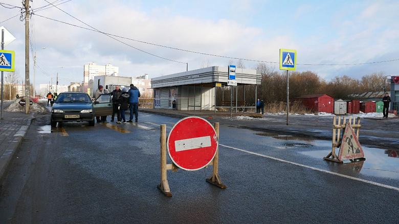Эксперты назвали причину провала асфальта во Фрунзенском районе Ярославля