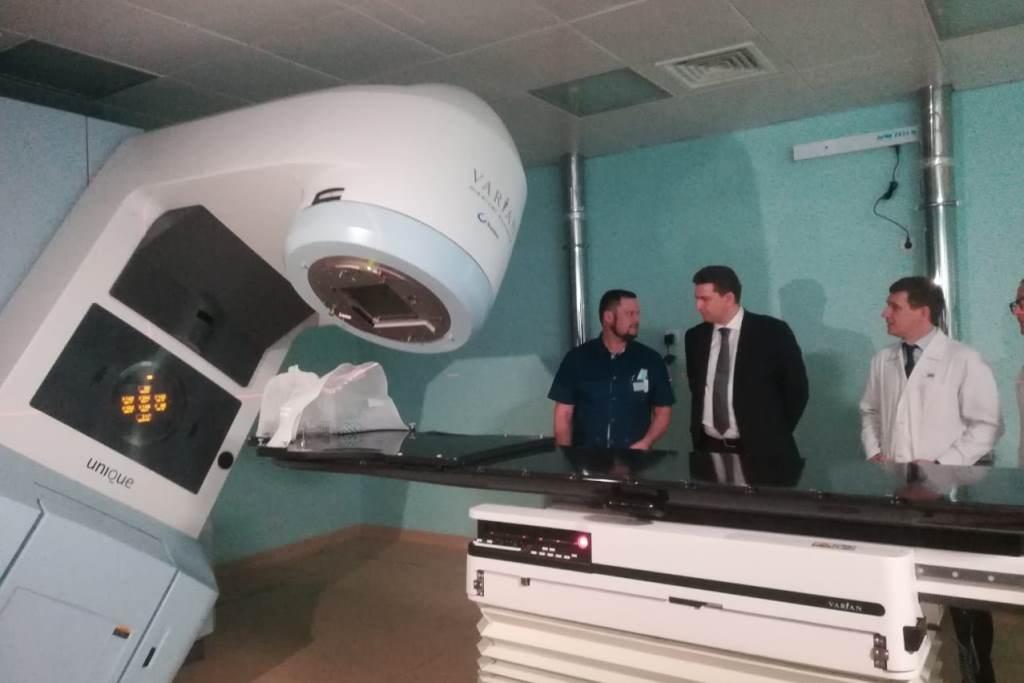 В Ярославской областной онкобольнице установили новый ускоритель для лучевой терапии