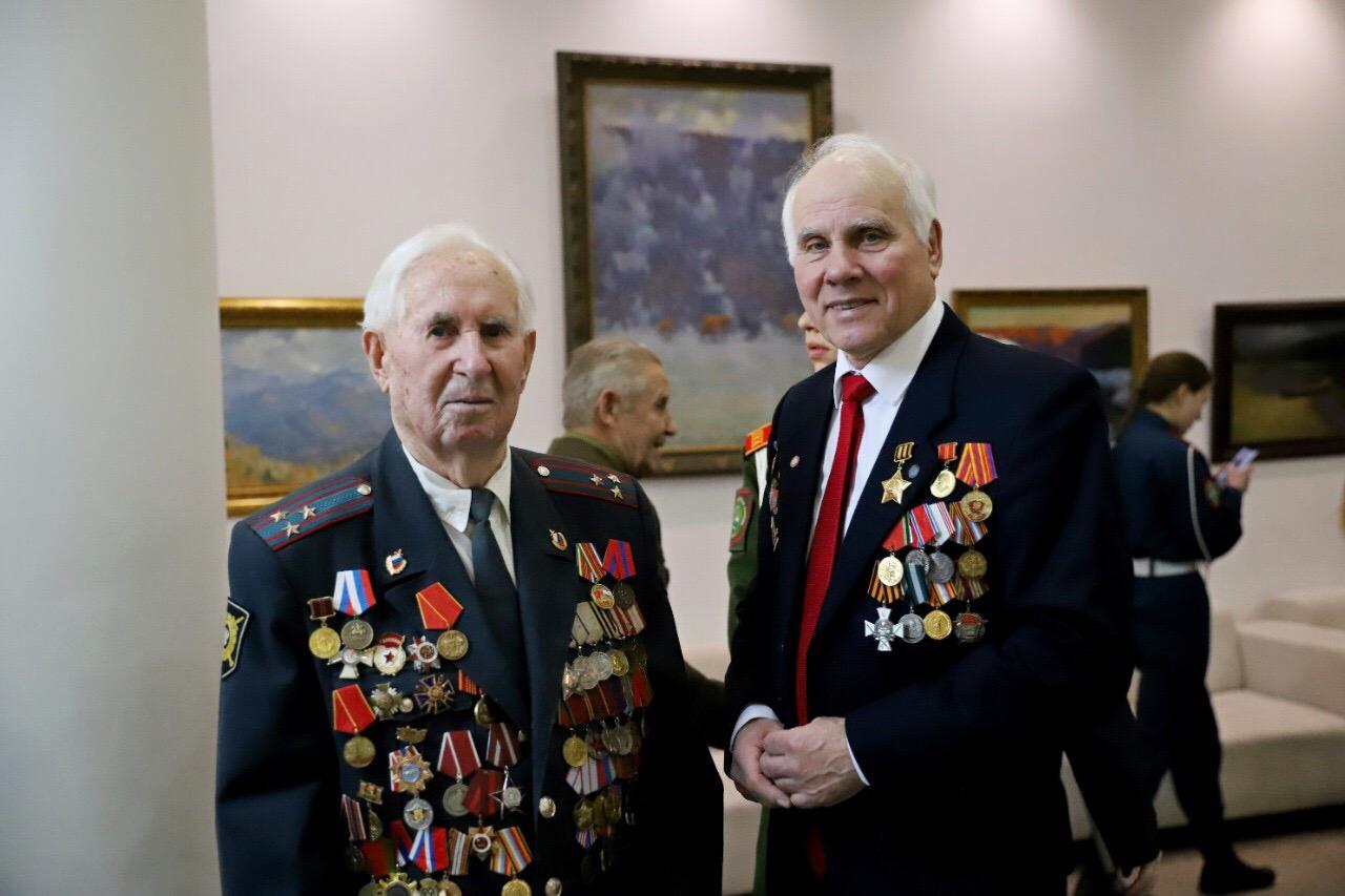 Дмитрий Миронов вручил ветеранам юбилейные медали в честь 75-летия Великой Победы