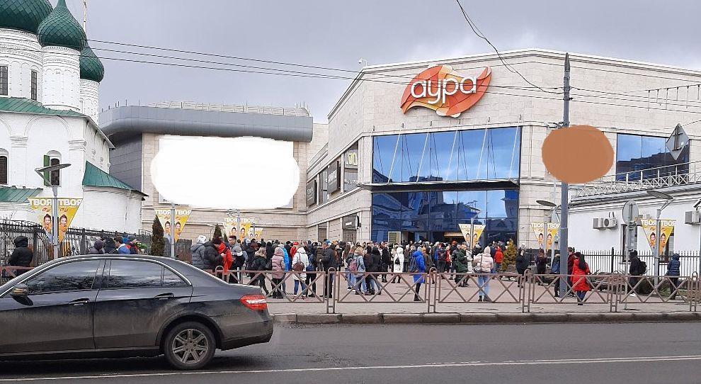 «Женщины с колясками убегали в панике»: в Ярославле эвакуировали крупнейший торговый центр