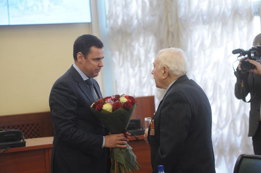 Дмитрий Миронов поздравил фронтовика Михаила Пеймера с 97-летием