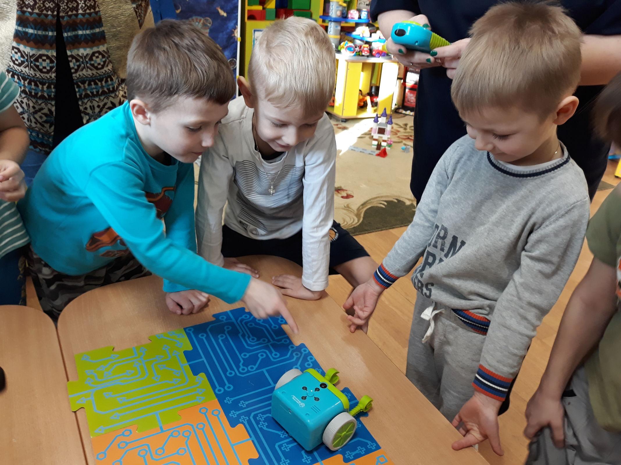 Ярославские дошкольники осваивают робототехнику и анимацию в рамках проекта «Умный детский сад.76»