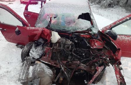 В Ярославской области женщина – водитель легковушки пострадала после столкновения с самосвалом