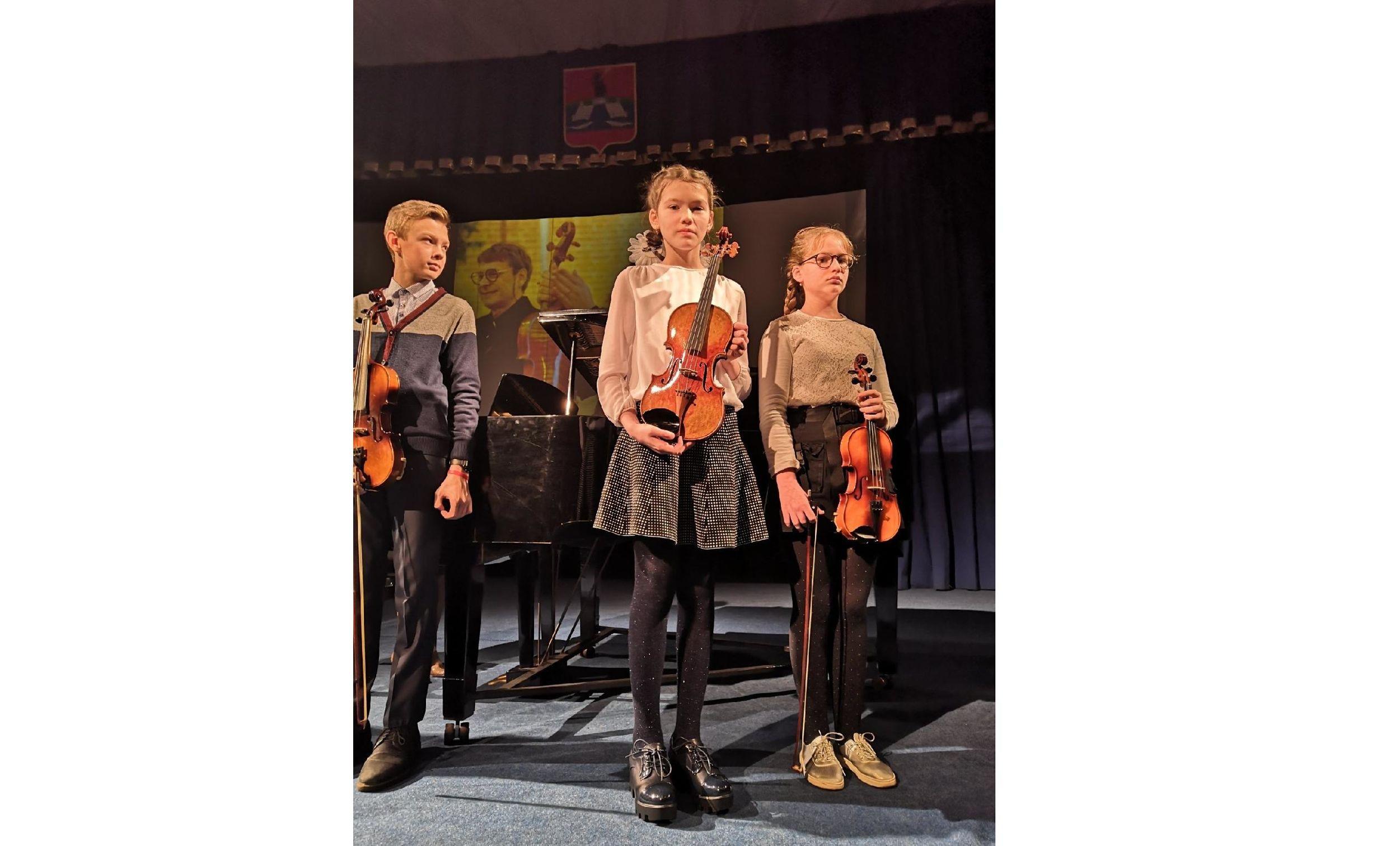 Скрипку знаменитого мастера передали юным дарованиям в Рыбинске