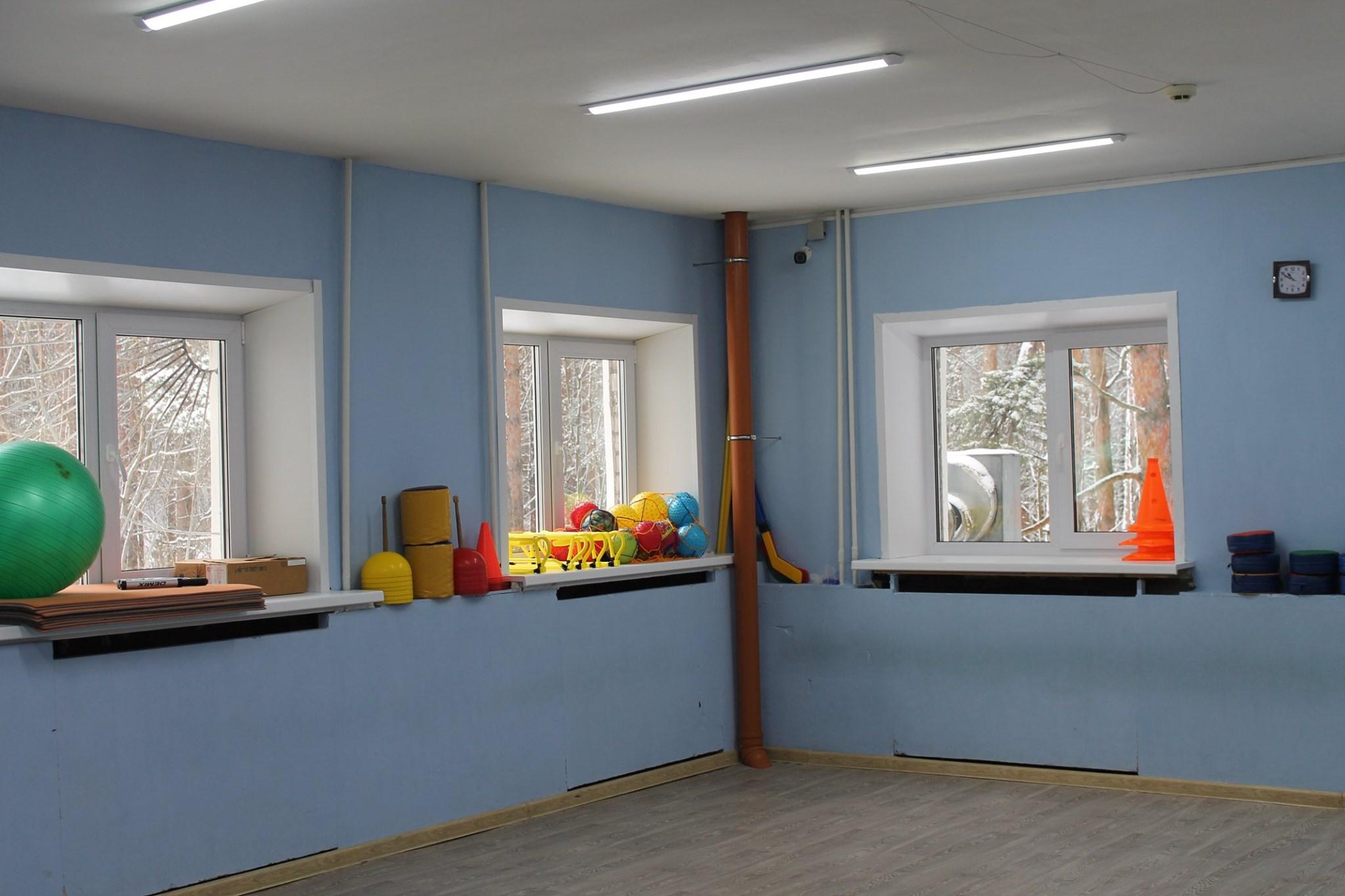 В Ярославле детский омбудсмен проверил разваливающийся спортивный комплекс