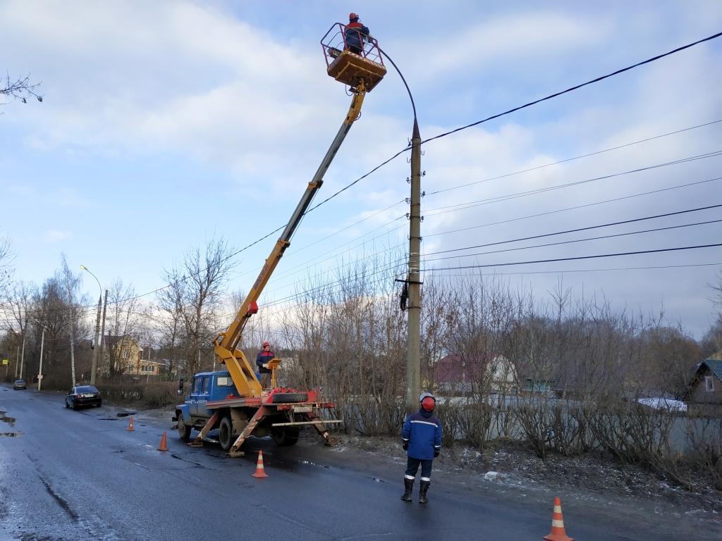 Ярославские энергетики восстановили уличное освещение в Тверицах