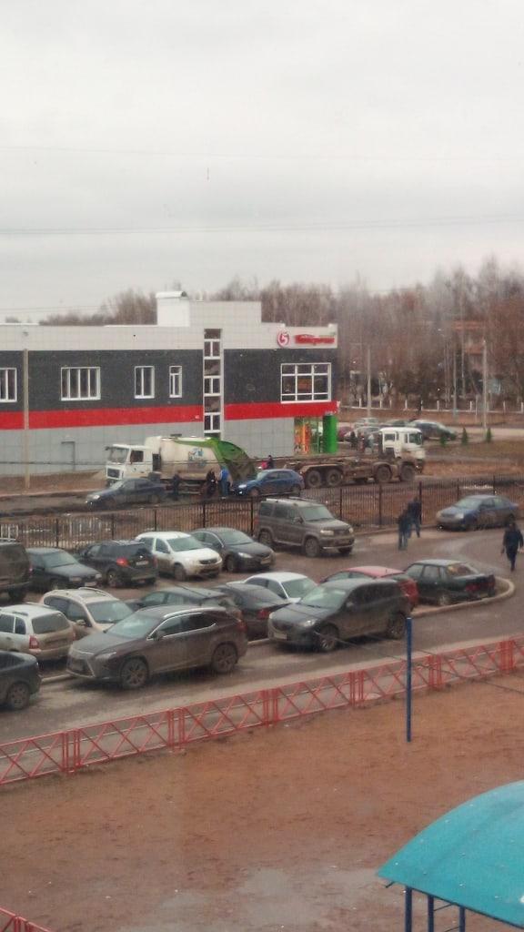 Власти Ярославля отреагировали на сообщения в соцсетях о застрявшем мусоровозе